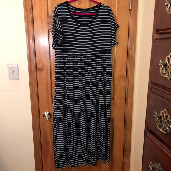 Suzanne Betro Dresses & Skirts - NWOT Suzanne Betro black and grey stepped 2X maxi